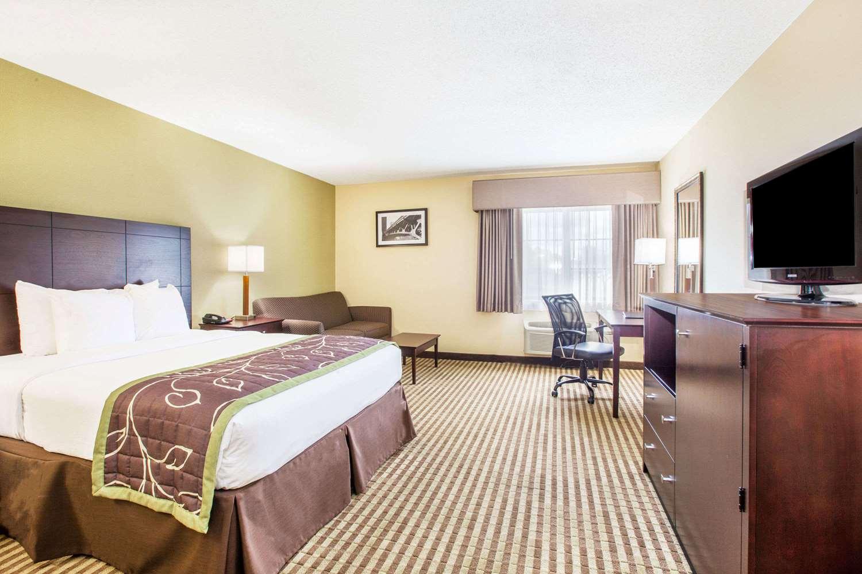 Room - Days Inn Express Brewerton