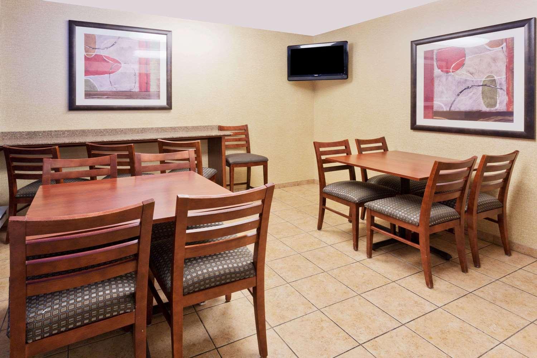 Days Inn Rockford, IL - See Discounts
