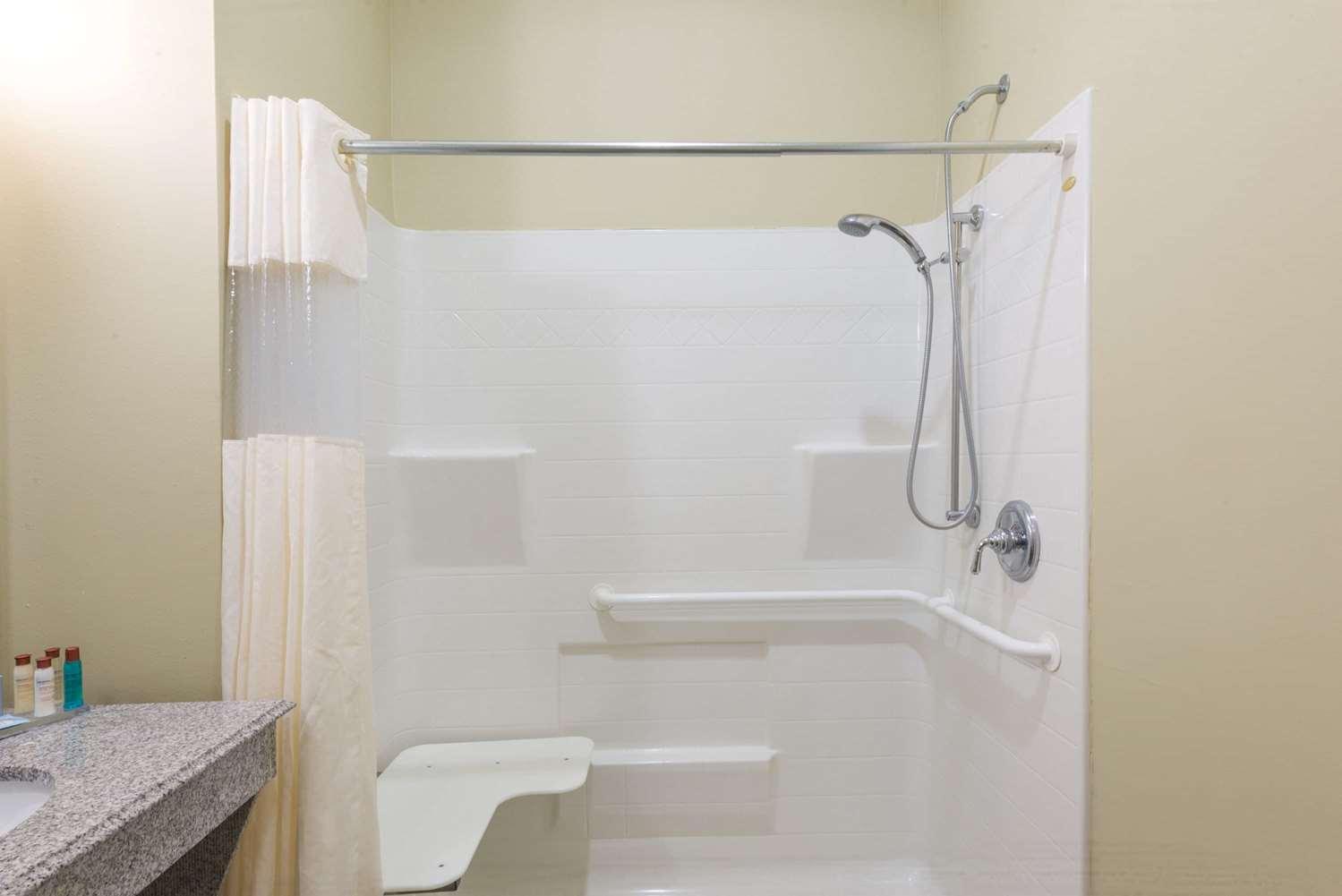Room - Wingate by Wyndham Hotel Lake Charles