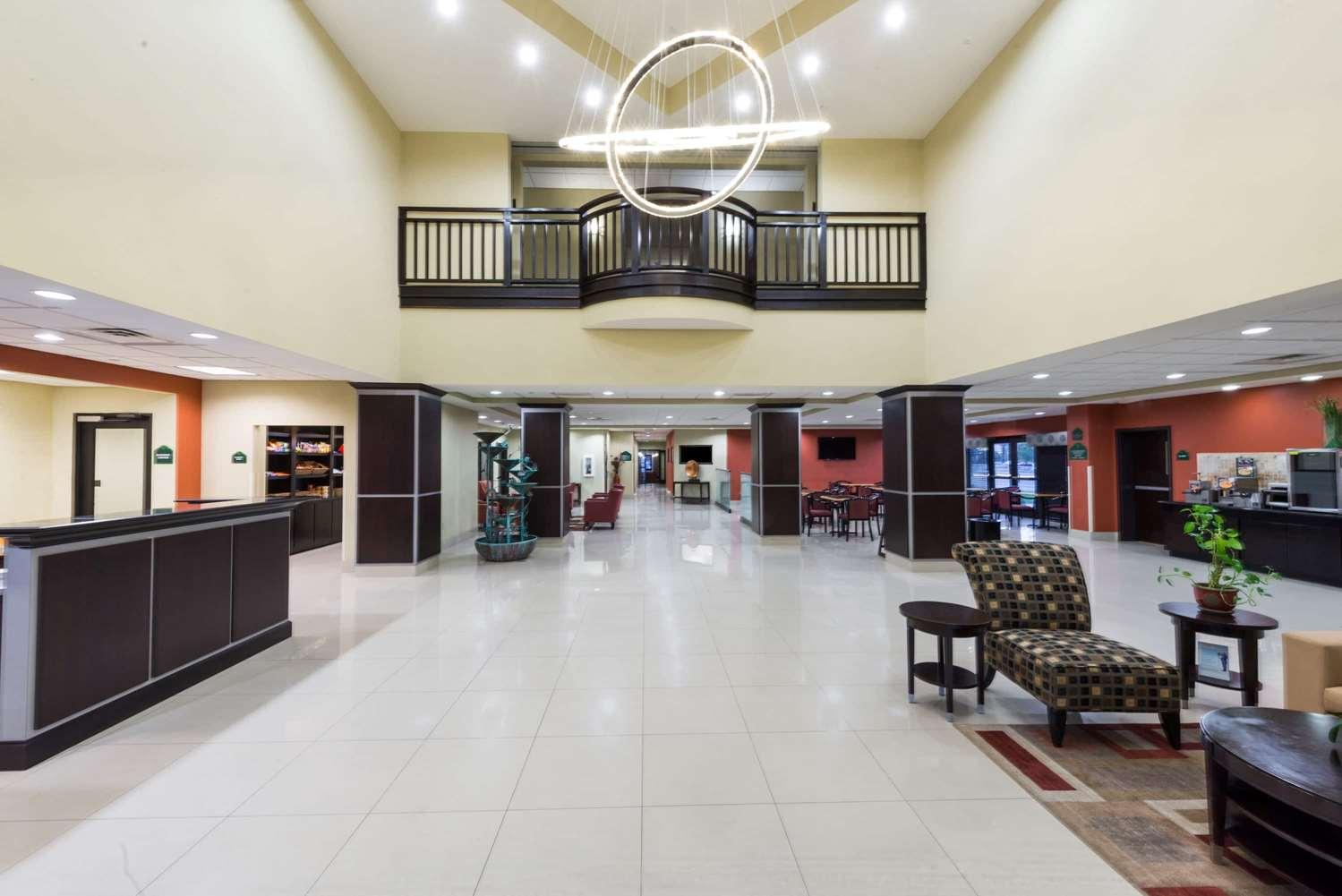 Lobby - Wingate by Wyndham Hotel Lake Charles