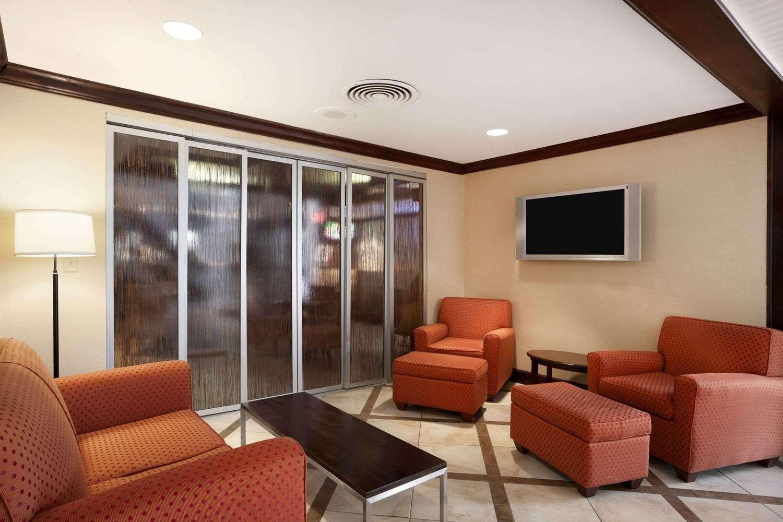 Lobby - Ramada Hotel Newark