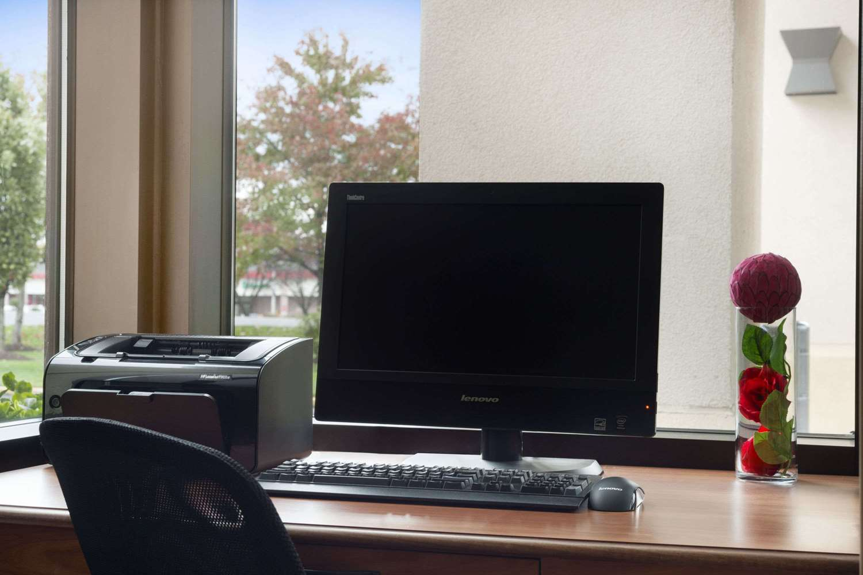 Meeting Facilities - Ramada Hotel Newark