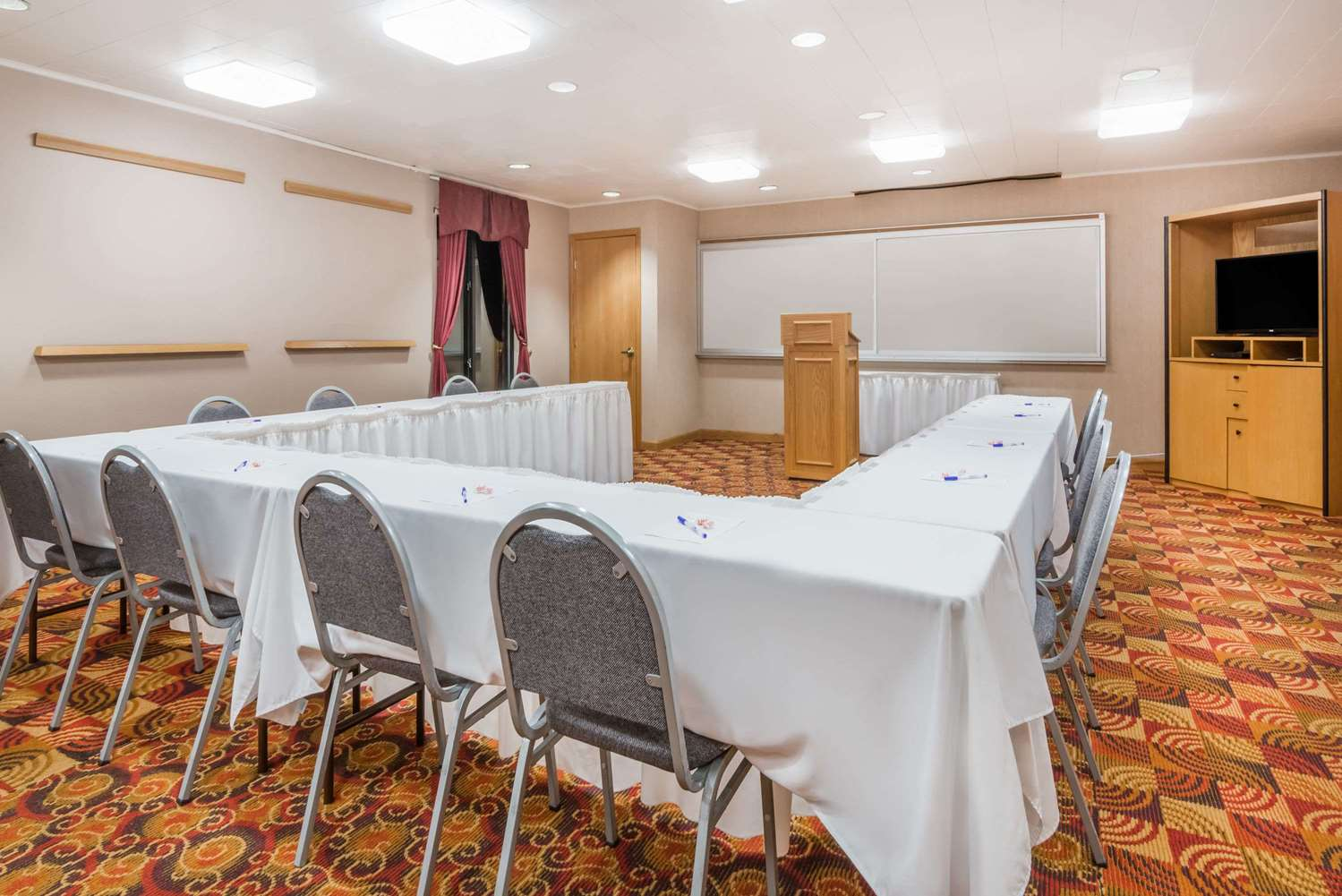 Meeting Facilities - Baymont Inn & Suites Indianapolis Airport Plainfield