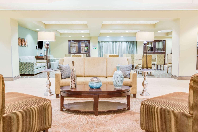 Lobby - Wingate by Wyndham Hotel Bossier City