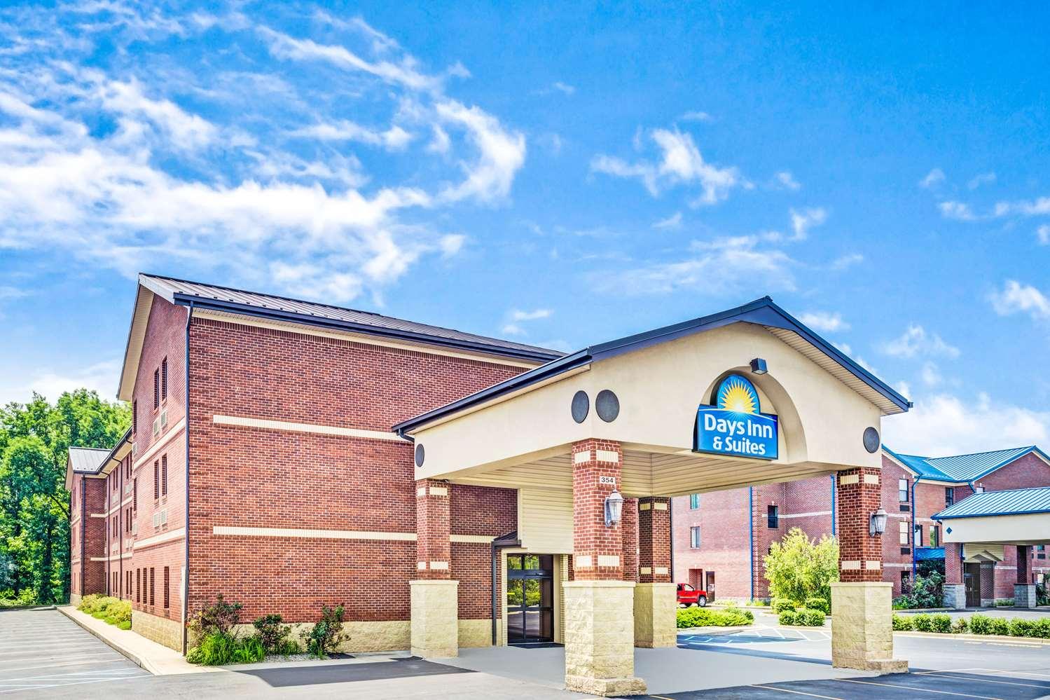 Exterior view - Days Inn & Suites Jeffersonville