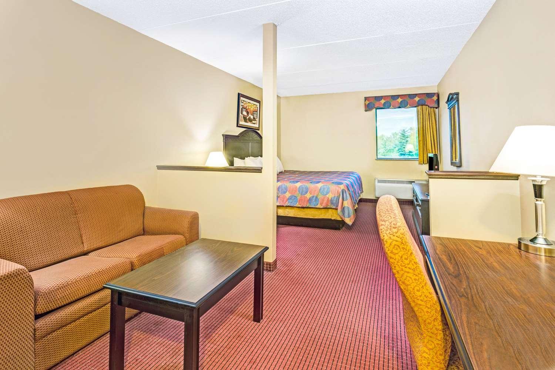 Suite - Days Inn & Suites Jeffersonville