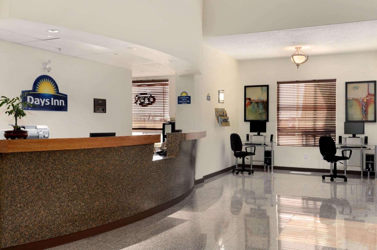Lobby - Days Inn Grande Prairie