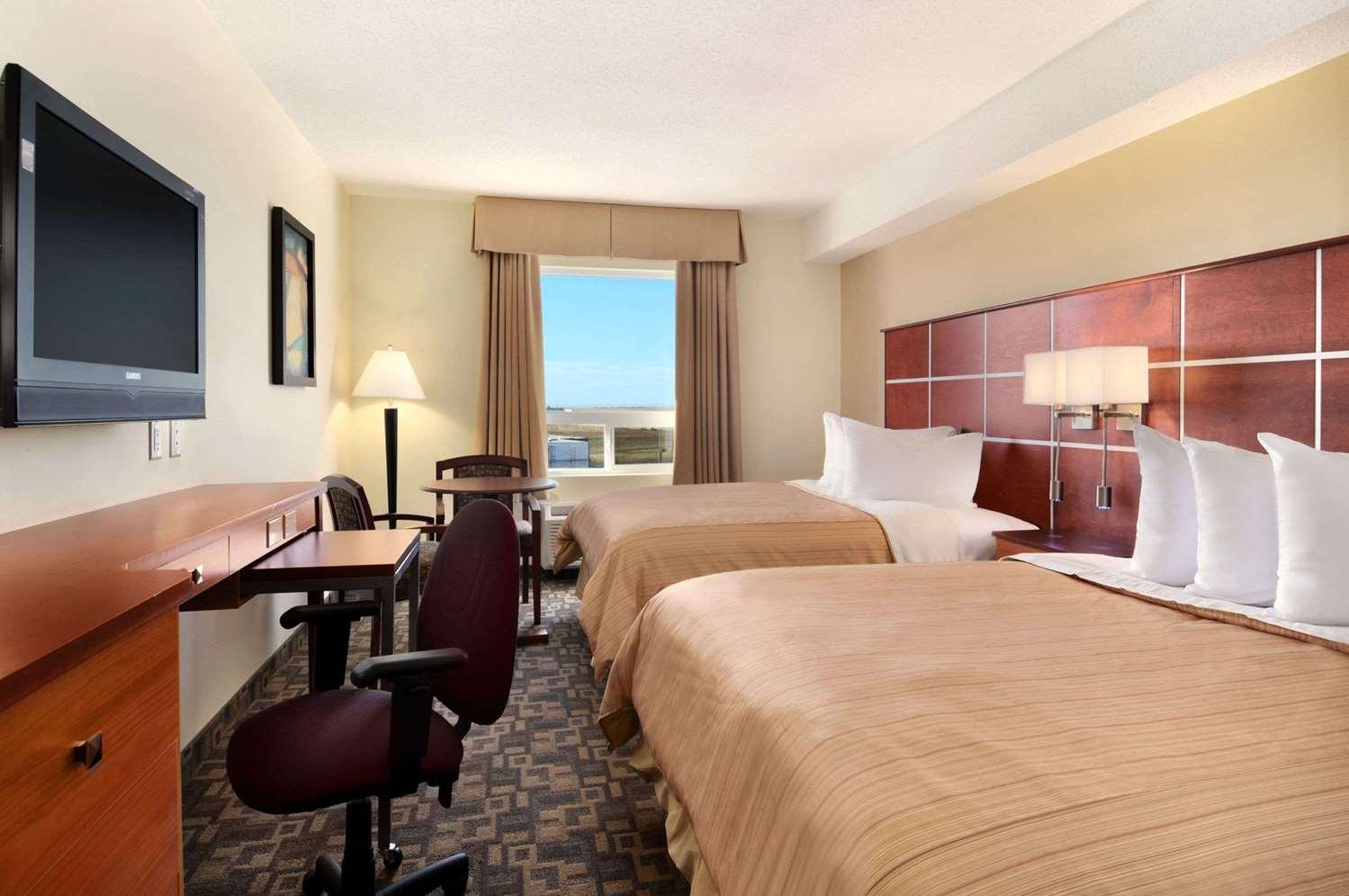 Room - Days Inn Grande Prairie