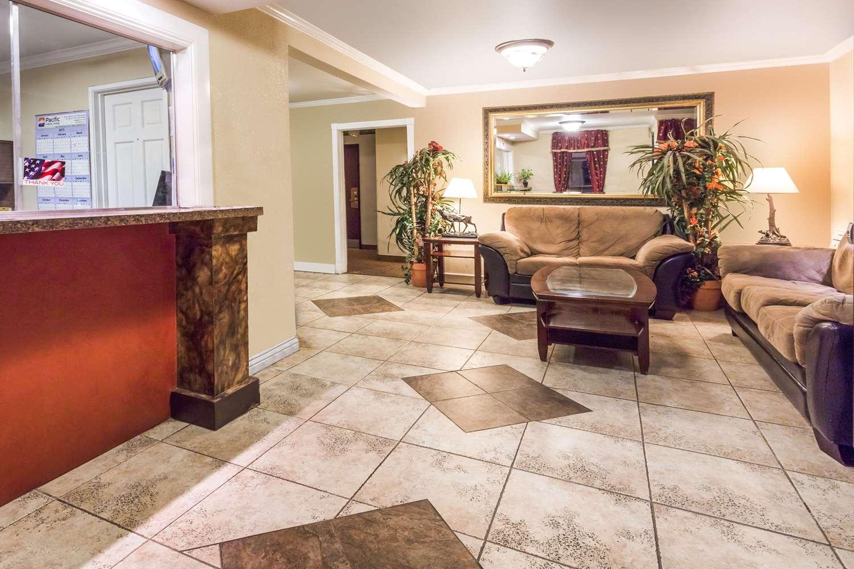 Lobby - Super 8 Hotel Garden of Gods Colorado Springs