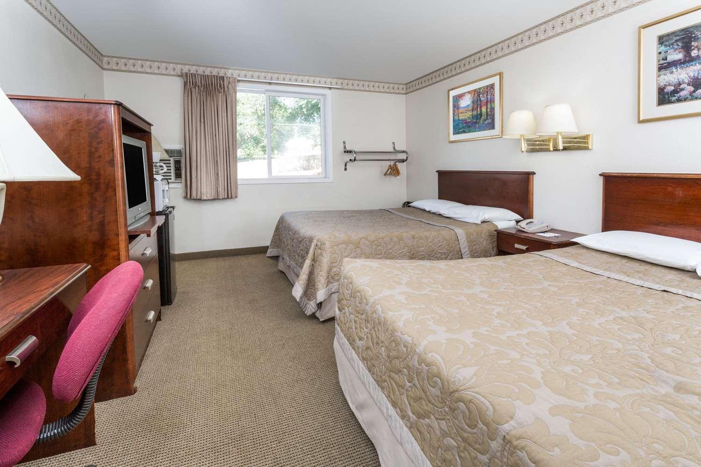 Room - Super 8 Hotel Garden of Gods Colorado Springs