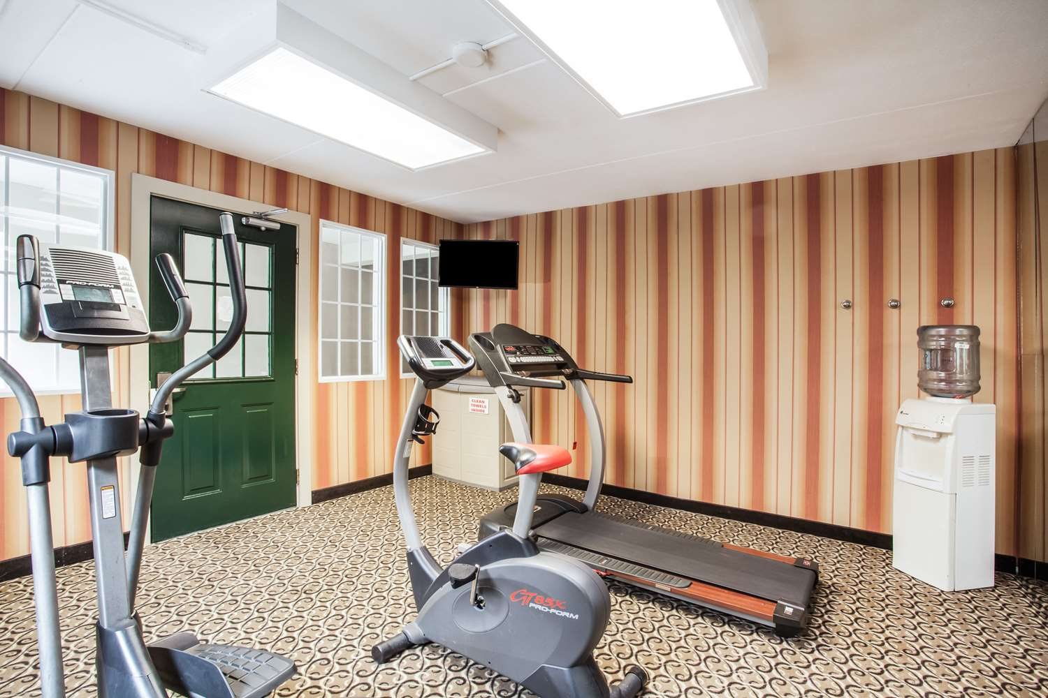 Fitness/ Exercise Room - Howard Johnson Inn Hershey