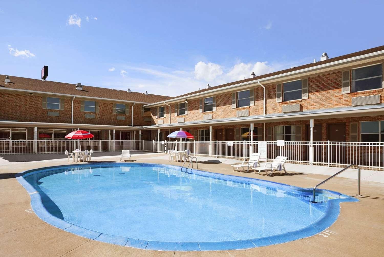 Pool - Ramada Hotel City Centre Sioux City