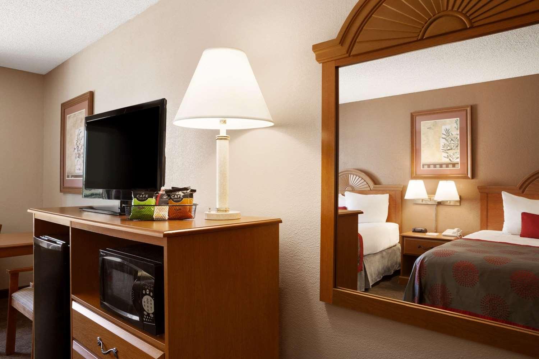 Room - Ramada Hotel City Centre Sioux City