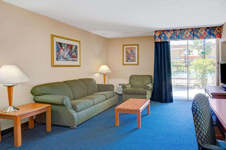 Suite - Baymont Inn & Suites Florida Mall Orlando