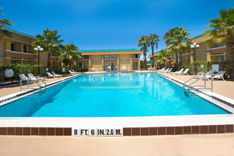 Pool - Baymont Inn & Suites Florida Mall Orlando