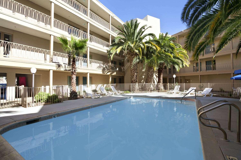 Pool - Days Inn & Suites Rancho Cordova
