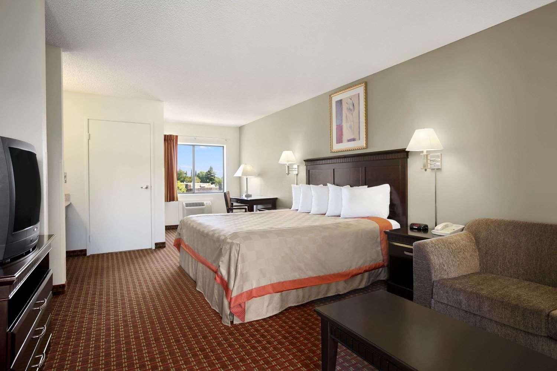 Room - Days Inn & Suites Rancho Cordova