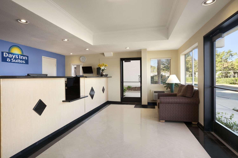 Lobby - Days Inn & Suites Rancho Cordova