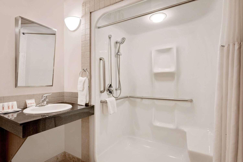 Room - Ramada Inn Lac La Biche