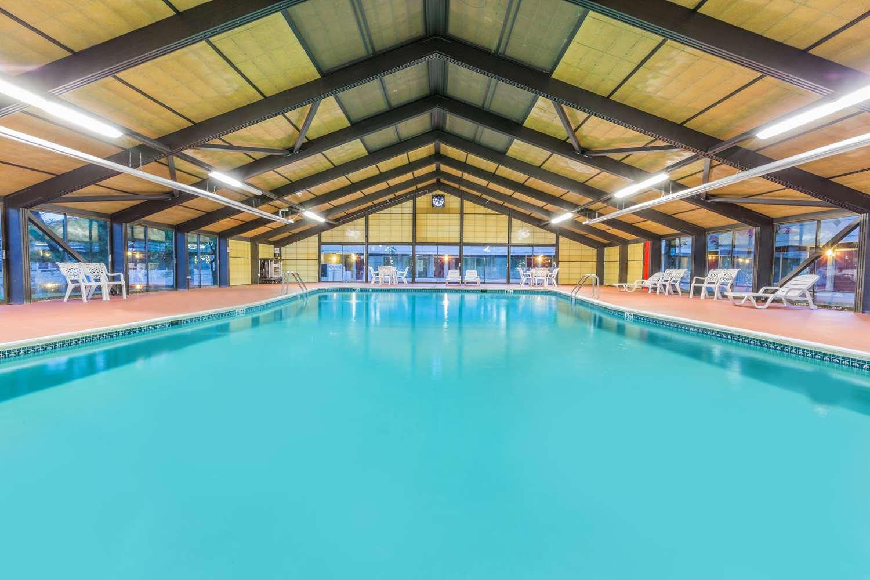 Pool - Days Inn East Stroudsburg