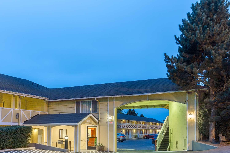 super 8 hotel coos bay or see discounts. Black Bedroom Furniture Sets. Home Design Ideas