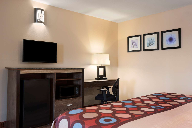 Room - Super 8 Hotel Rahway