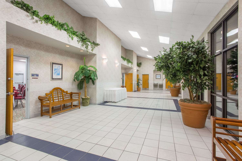 Lobby - Days Inn & Suites Navarre