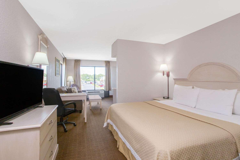 Suite - Days Inn & Suites Navarre