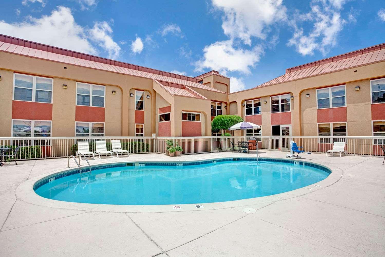 Pool - Ramada Inn West Memphis