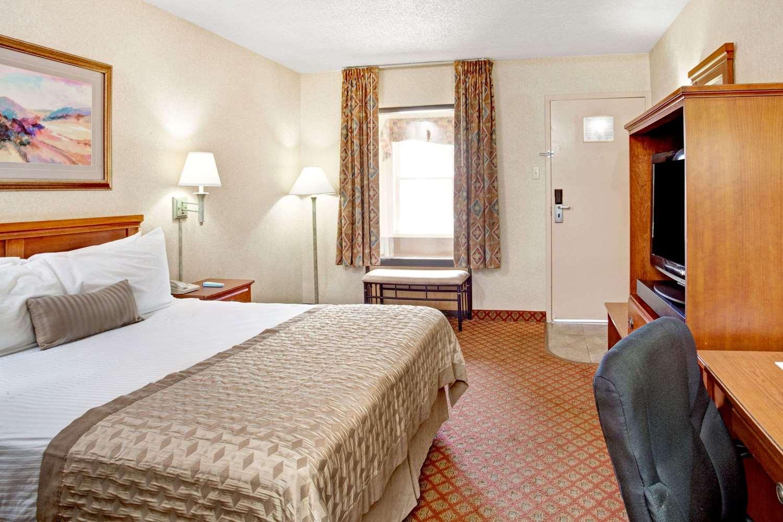 Room - Ramada Inn West Memphis