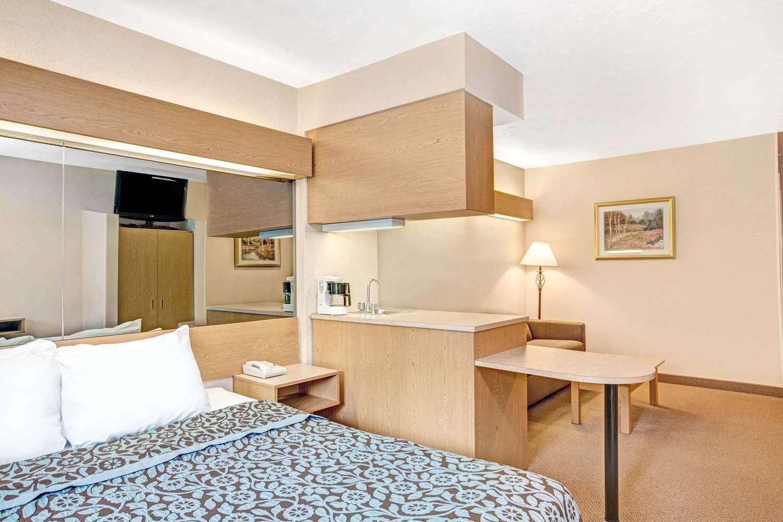 Suite - Days Inn Sturbridge