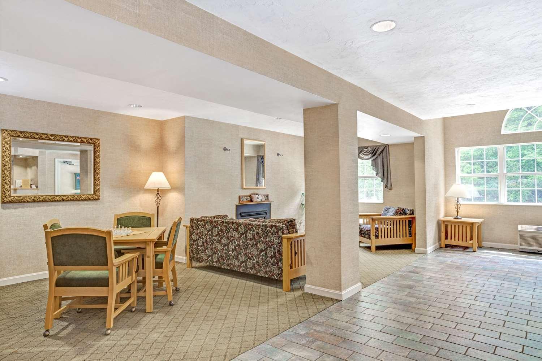 Lobby - Days Inn Sturbridge