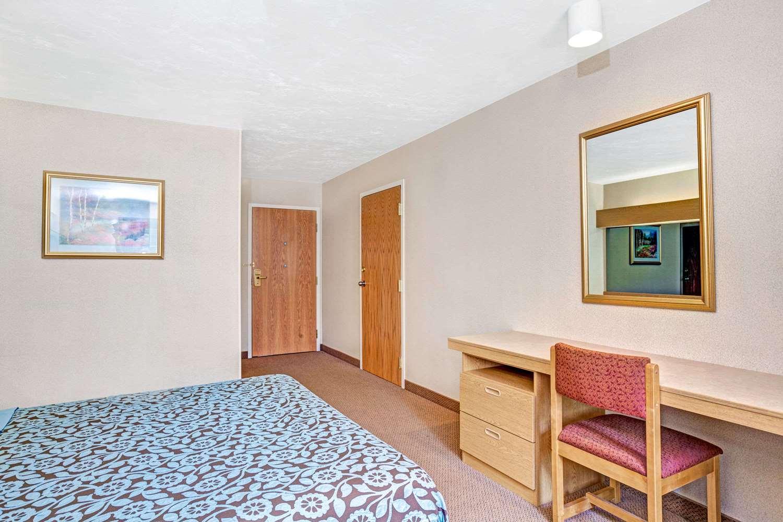 Room - Days Inn Sturbridge