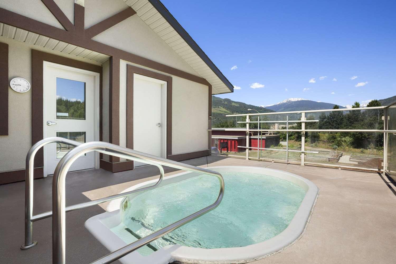 Pool - Days Inn Revelstoke