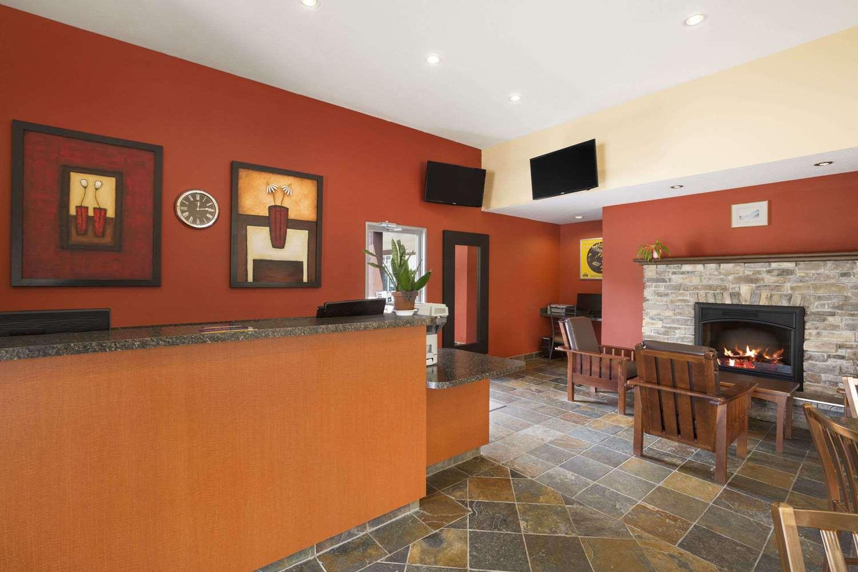 Lobby - Days Inn Revelstoke