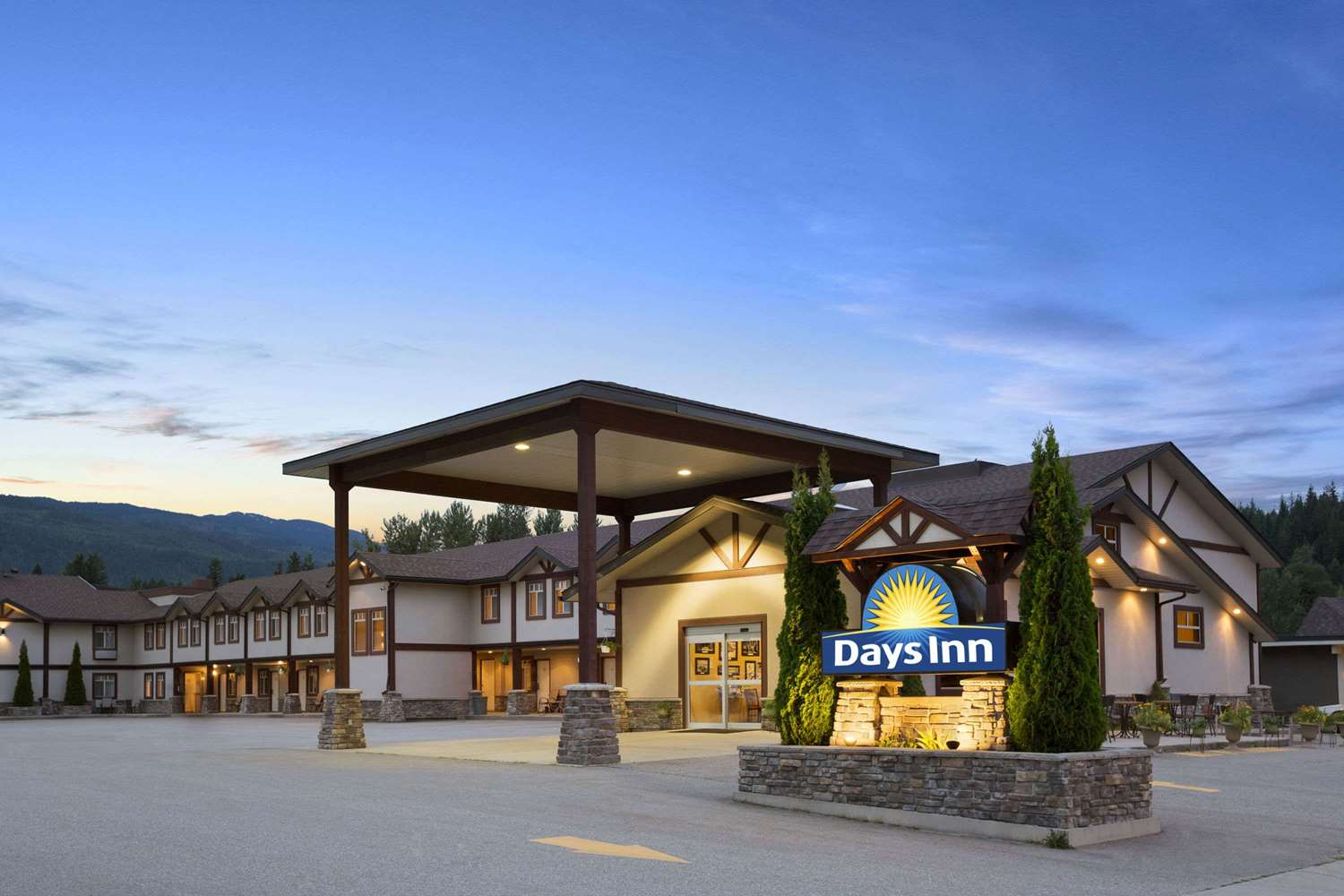 Exterior View Days Inn Revelstoke