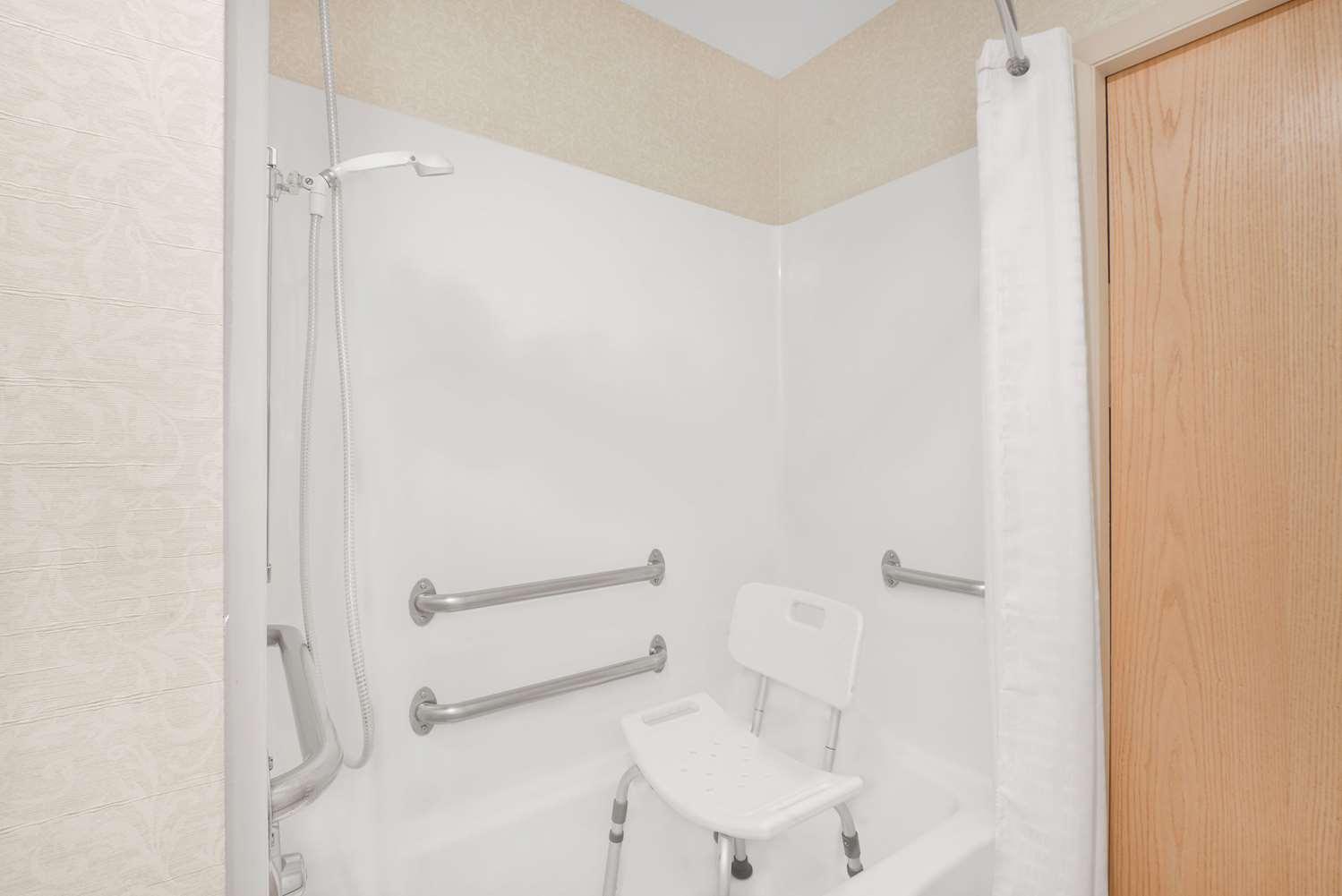 Room - Microtel Inn by Wyndham Erie