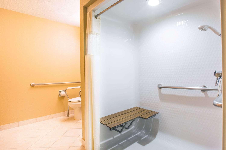 Room - Microtel Inn & Suites by Wyndham Tamarack Beckley