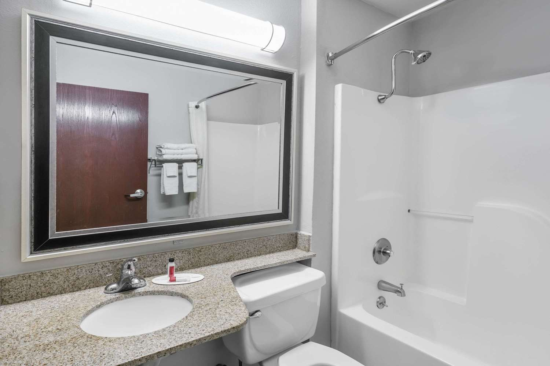 Room - Microtel Inn & Suites by Wyndham Lafayette
