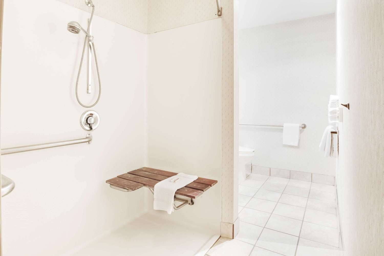 Room - Microtel Inn by Wyndham Greensboro