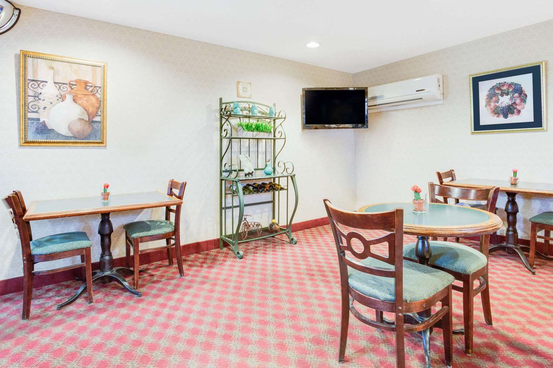 Lobby - Microtel Inn by Wyndham Greensboro