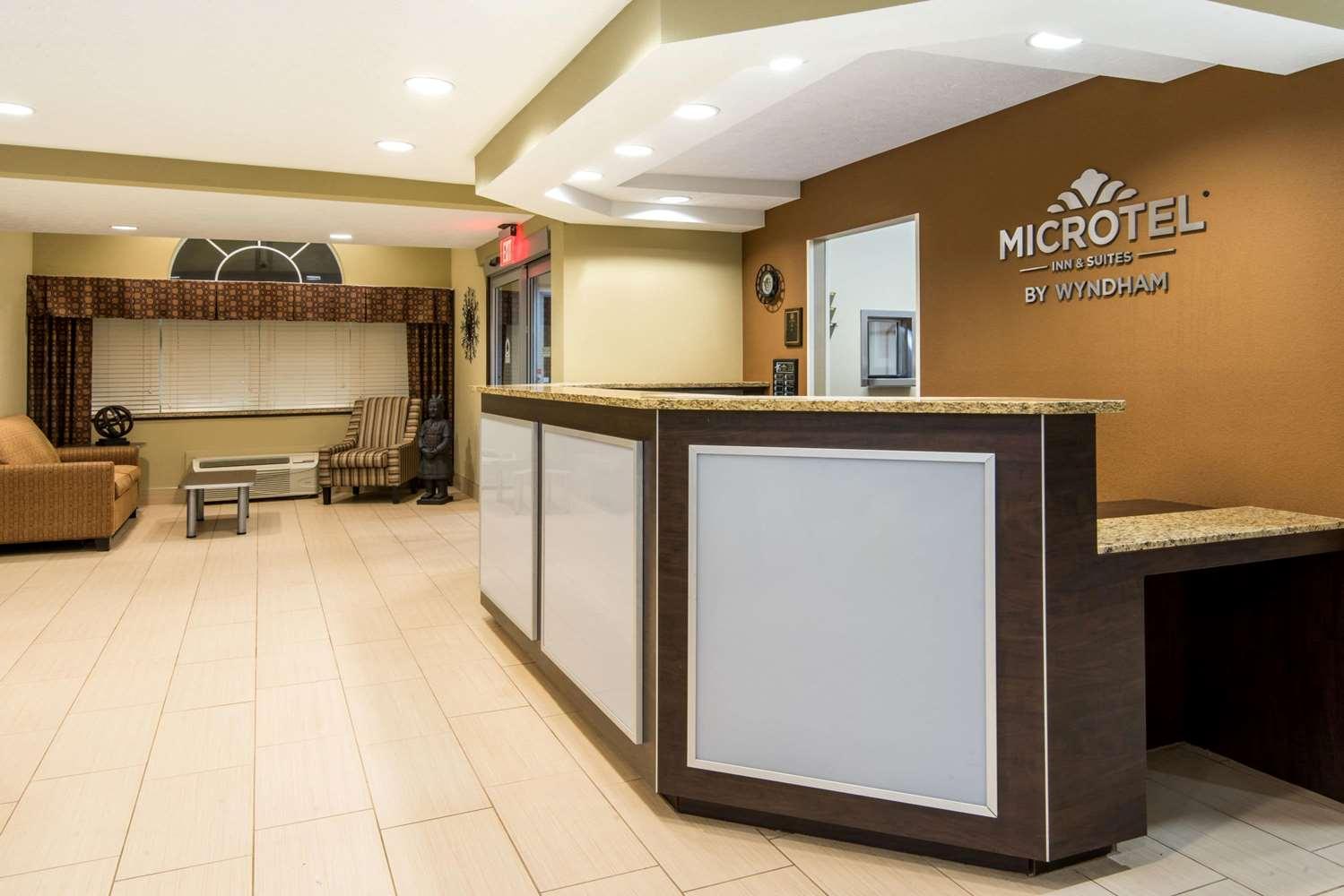 Lobby - Microtel Inn & Suites by Wyndham North Canton