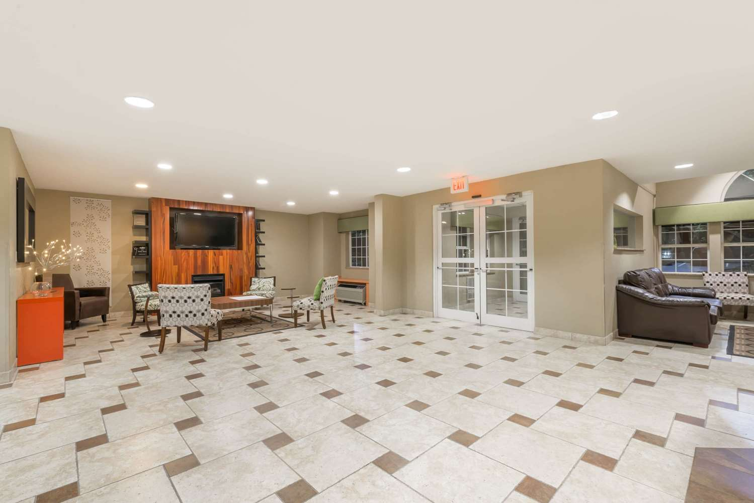 Lobby - Microtel Inn & Suites by Wyndham West Chester