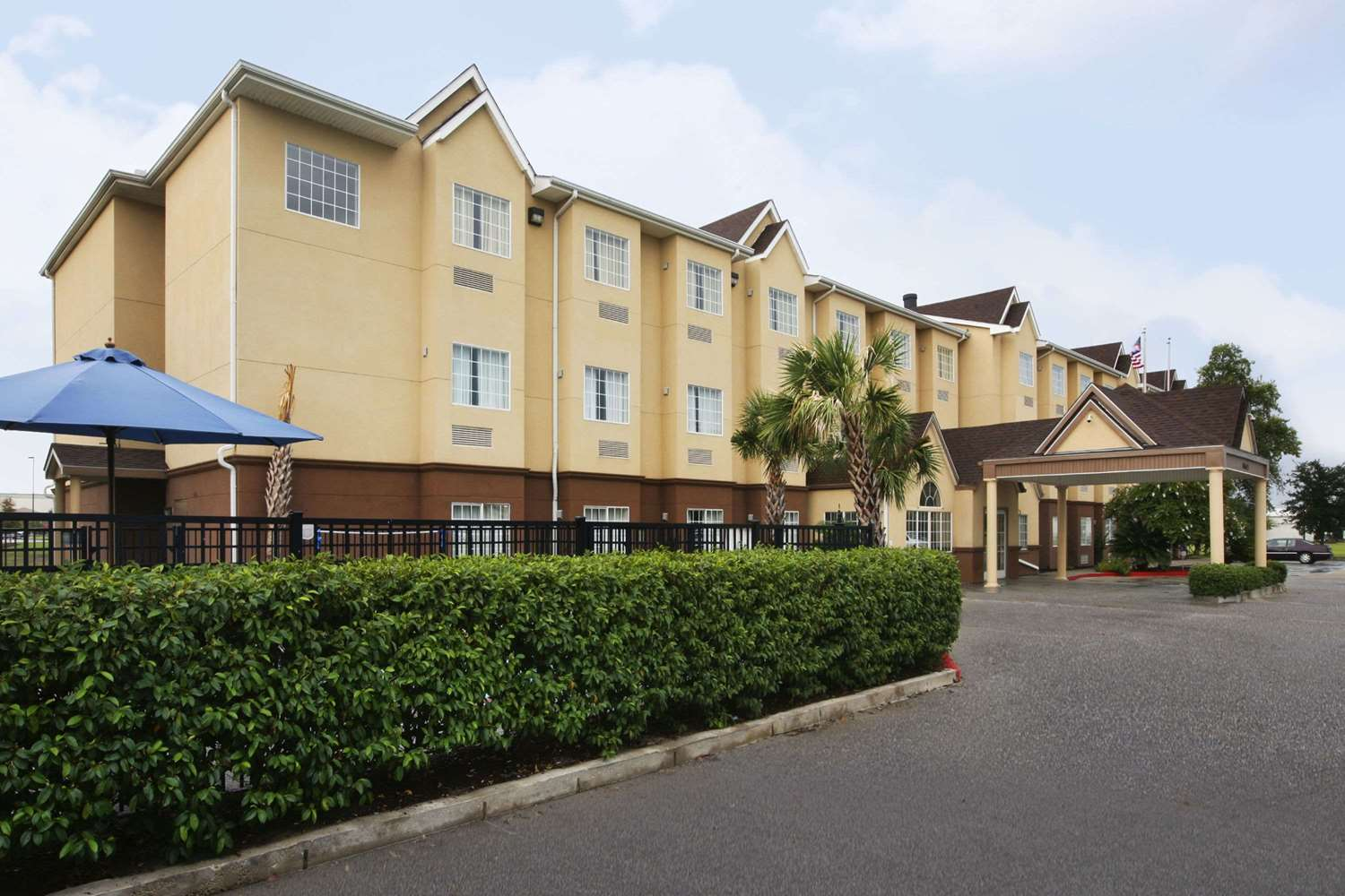 Exterior view - Microtel Inn & Suites by Wyndham Baton Rouge