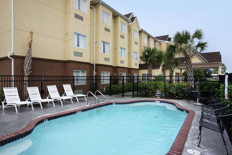 Pool - Microtel Inn & Suites by Wyndham Baton Rouge