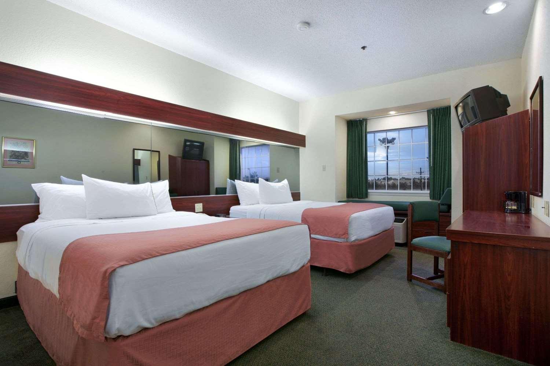 Room - Microtel Inn & Suites by Wyndham Baton Rouge