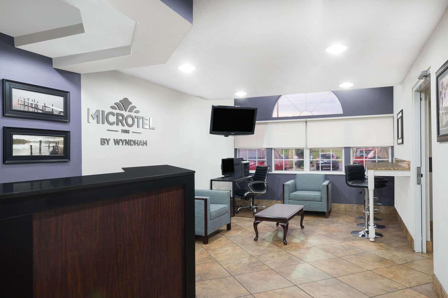 Lobby - Microtel Inn by Wyndham Bowling Green