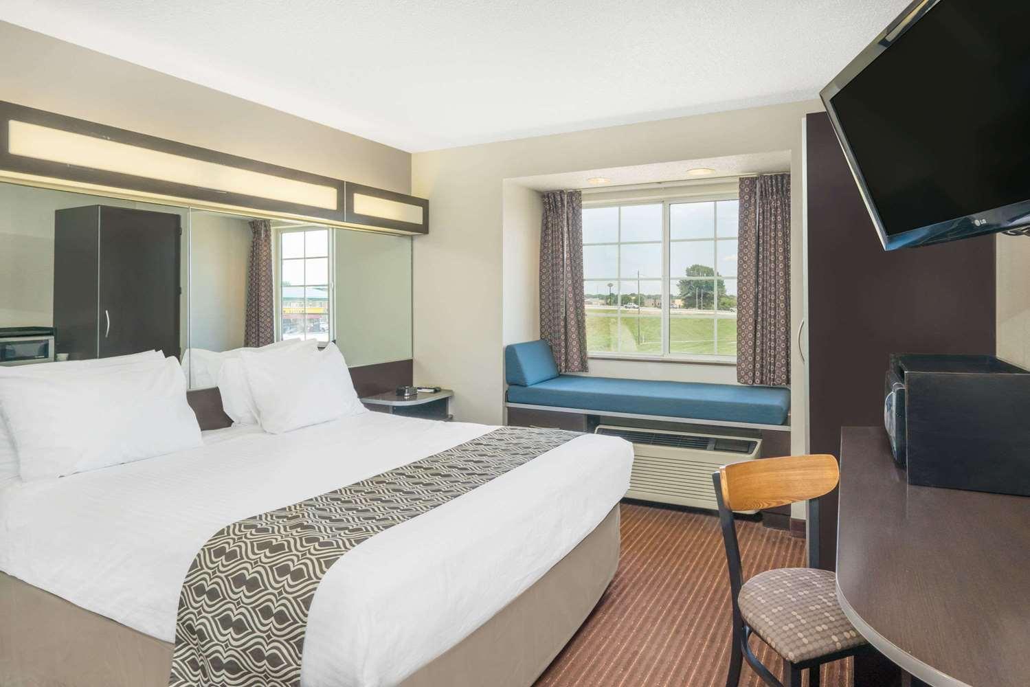 Room - Microtel Inn by Wyndham Bowling Green