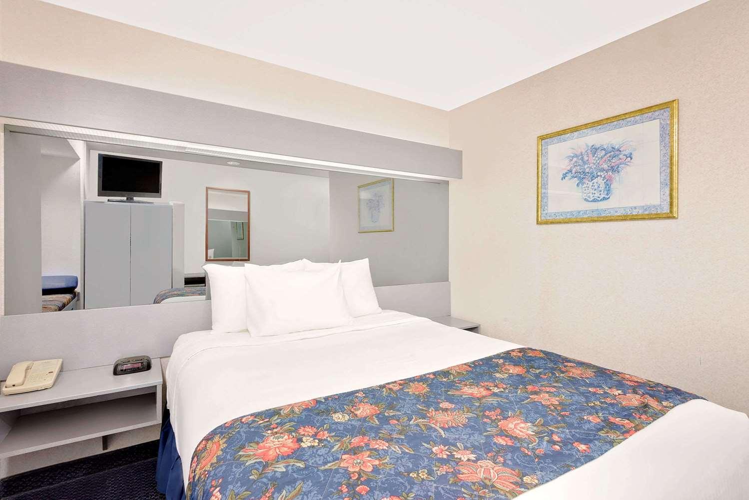 Room - Microtel Inn & Suites by Wyndham Hagerstown