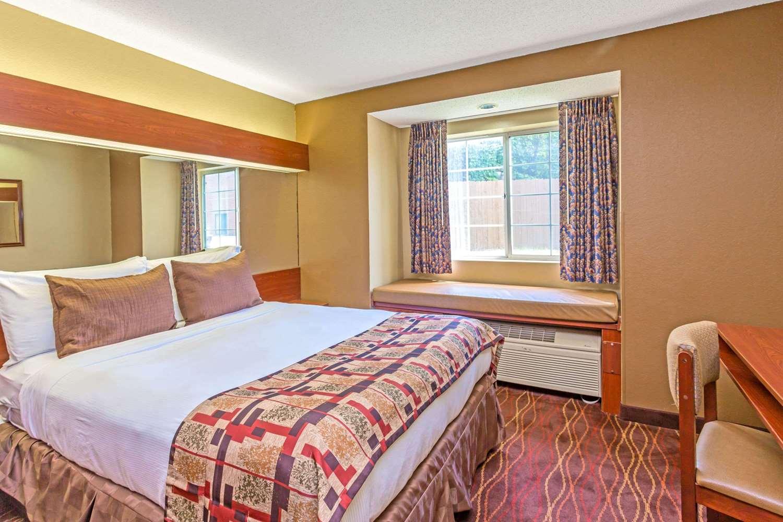 Room - Microtel Inn & Suites by Wyndham Norcross